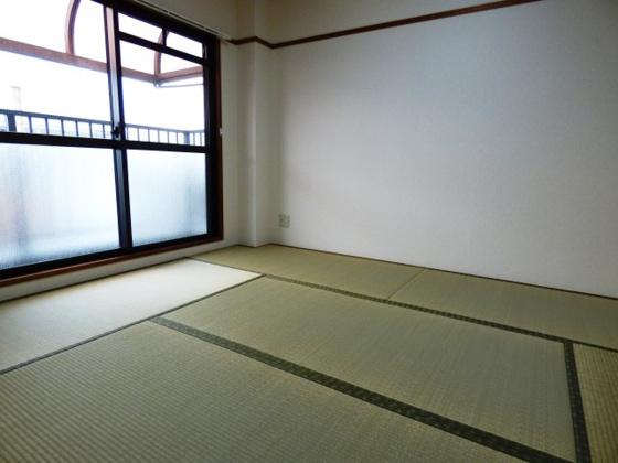 内装リラックスできる和の空間。