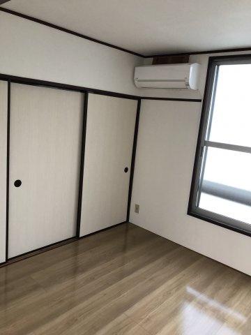洋室フローリングに変更済みのきれいな室内