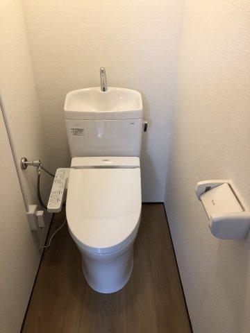 トイレ新規設置、ウォシュレットつき