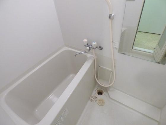 浴室ゆったりサイズのバスルーム。