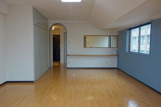 洋室15帖洋室 角部屋なので窓あり
