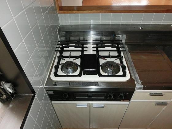 キッチン2口ガスコンロ付きのシステムキッチン
