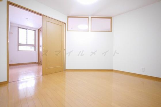 寝室6.2帖の寝室です。広々クローゼット付です。