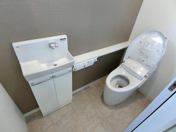 トイレ手洗いコーナーの付いたトイレ