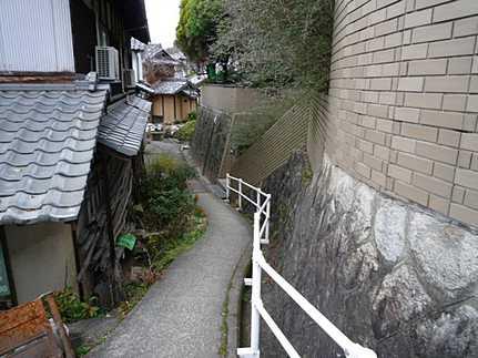 前面道路含む現地写真木立が森のような広い庭 JR矢野駅まで徒歩10分の好立地♪