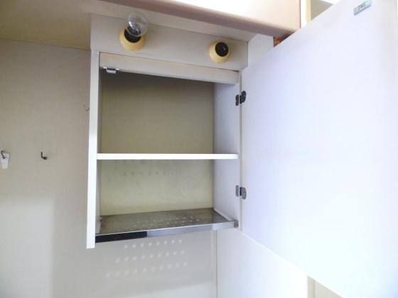 その他キッチン上部には収納棚があります。