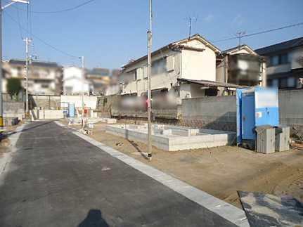 前面道路含む現地写真通風・採光・プライバシーに配慮したデザイン JR向洋駅まで徒歩19分