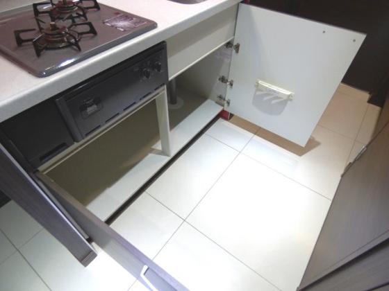 その他キッチン下には収納スペース。
