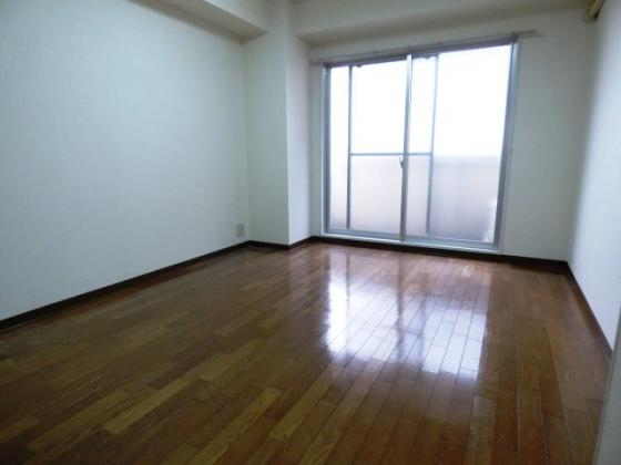居間明るくて快適なお部屋です。