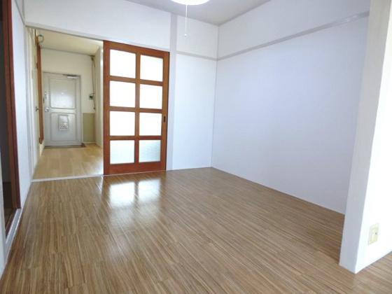 内装開放的な空間が広がっています。