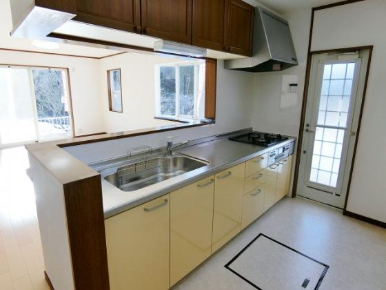 キッチンお料理が楽しくなる広々キッチン(新品)♪LPコンロ付きです