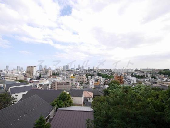 展望バルコニーからの眺望・南向き・陽当たり良好です。