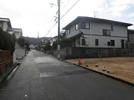 前面道路含む現地写真閑静な住宅街 五月が丘団地 小・中学校が近いのでお子様の通学も安心