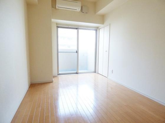 居間明るく快適なお部屋です。