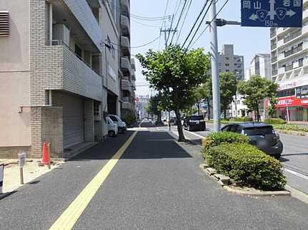 前面道路含む現地写真建築条件無し(お好きなハウスメーカーで建築できます) 市内中心部へアクセス良好♪