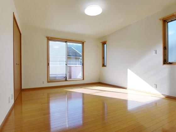 洋室2面採光で明るい室内