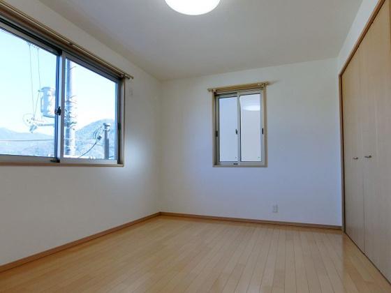 和室2階洋室の収納も充実