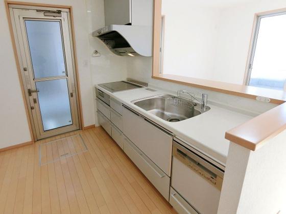 キッチンIHクッキングヒーター・食器洗い乾燥機付きのシステムキッチン