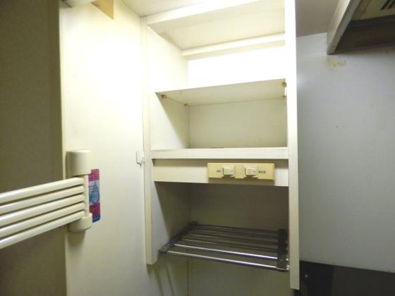 その他キッチン上部の収納棚。