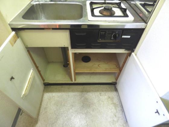 その他キッチン下にも収納スペース。