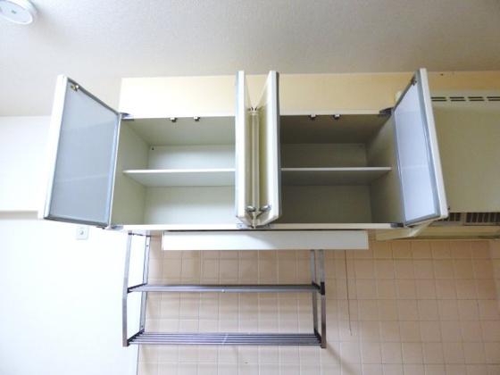 その他キッチン上部に収納棚があります。