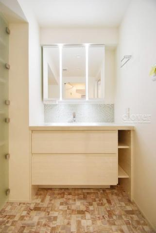 独立洗面台独立洗面台 三面鏡 収納充実