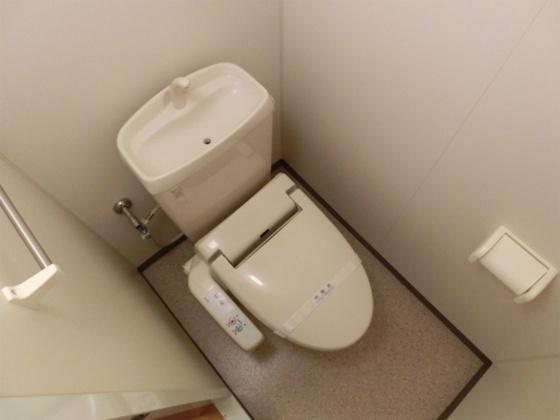 トイレもちろん温水洗浄便座付です