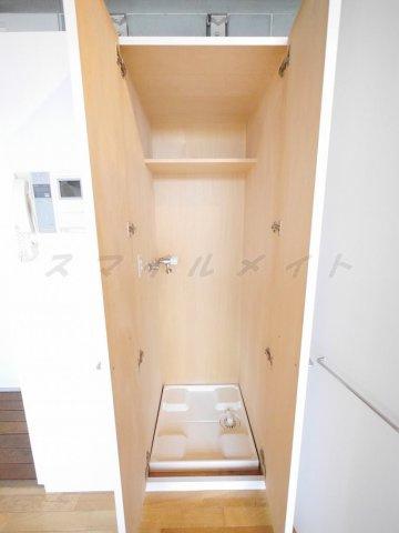 設備クローゼットタイプの隠せる室内洗濯機置き場です。