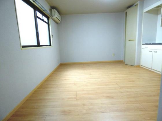 居間9.0帖と余裕のある広さ。