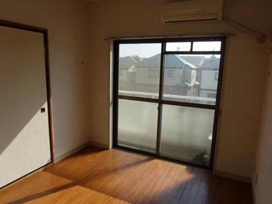 洋室南西側6帖洋室 こちらのお部屋にエアコン付き