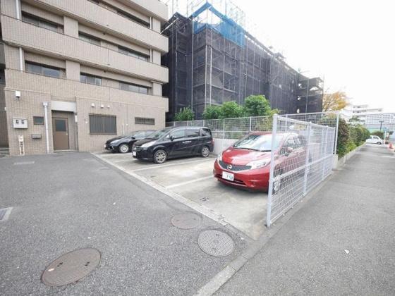 駐車場平置き駐車場です。