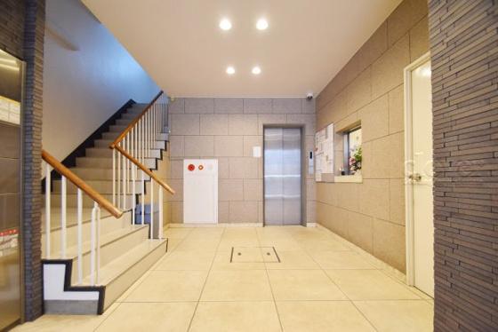エントランスエントランスホール エレベーター