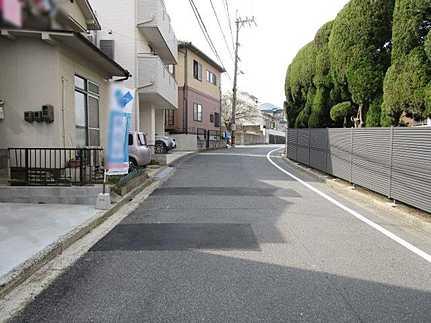 前面道路含む現地写真雨の日もお洗濯安心♪サンルームあり 駐車2台可