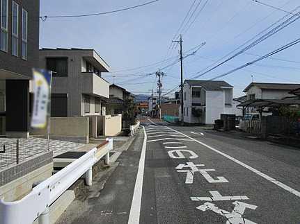 前面道路含む現地写真宅配ボックス設置済 駐車並列2台可