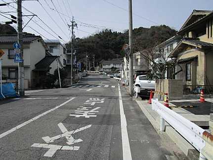 前面道路含む現地写真駐車並列2台可 JR駅まで徒歩8分