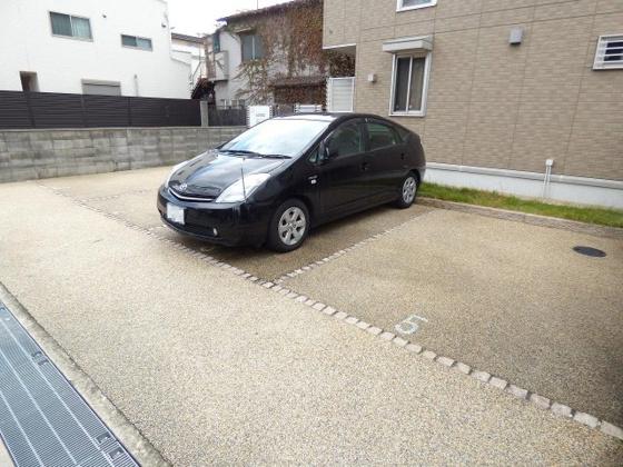 その他マイカーも安心の敷地内駐車場。