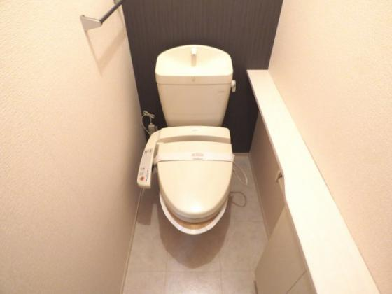 トイレ温水洗浄便座ですっきり清潔。