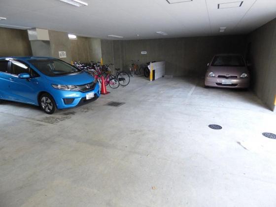 その他敷地内に駐車場もございます。