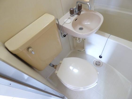 トイレシンプルで清潔感があります。