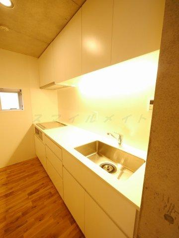 キッチンお料理楽々システムキッチン・IHコンロ3口・グリル付きです。