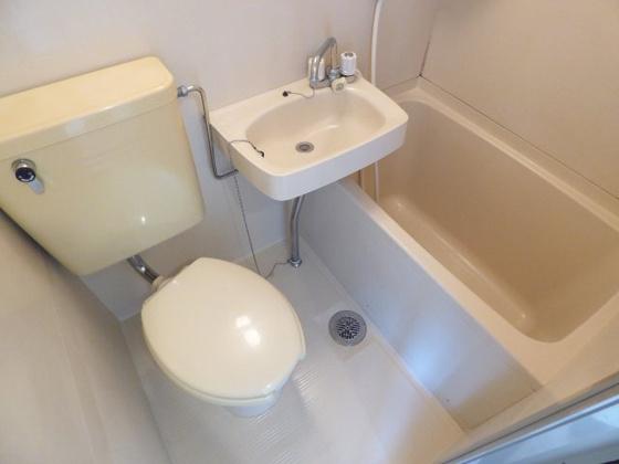 その他清潔感あふれるバスルーム。