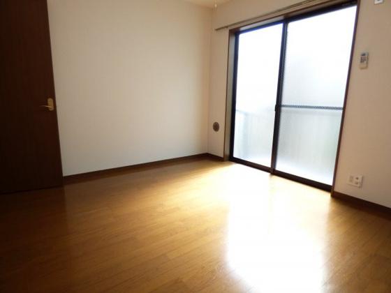 寝室ベッドも置ける余裕のある広さ。