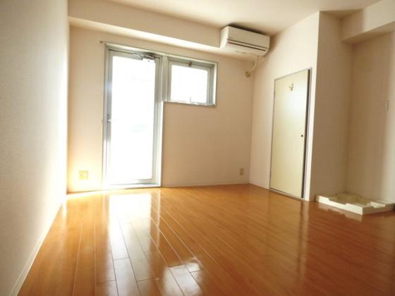 居間ゆったりとくつろげる空間。