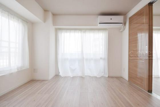 居間リビング 二面採光 エアコン付