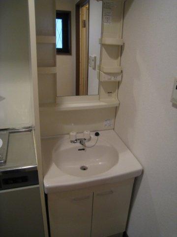 独立洗面台※写真は同タイプのお部屋のものです。