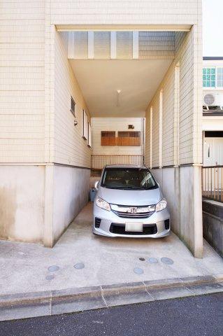 駐車場ハイルーフ車庫