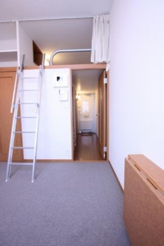 その他1階:フローリング、2階:じゅうたん張り
