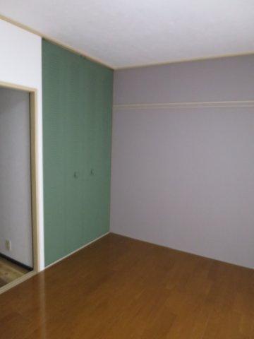 洋室落ち着いた色調の洋室です