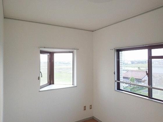 洋室同型の写真ですので、若干部屋の雰囲気は違います。