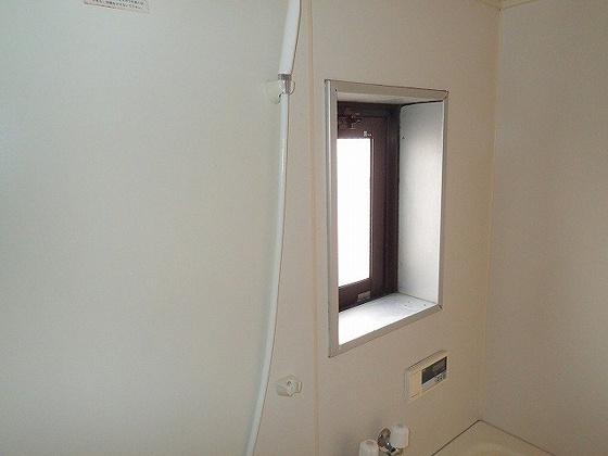 浴室同型の写真ですので、若干部屋の雰囲気は違います。